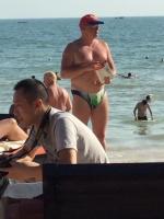 Ein Russe am Strand, endlich Zivilisierte Menschen
